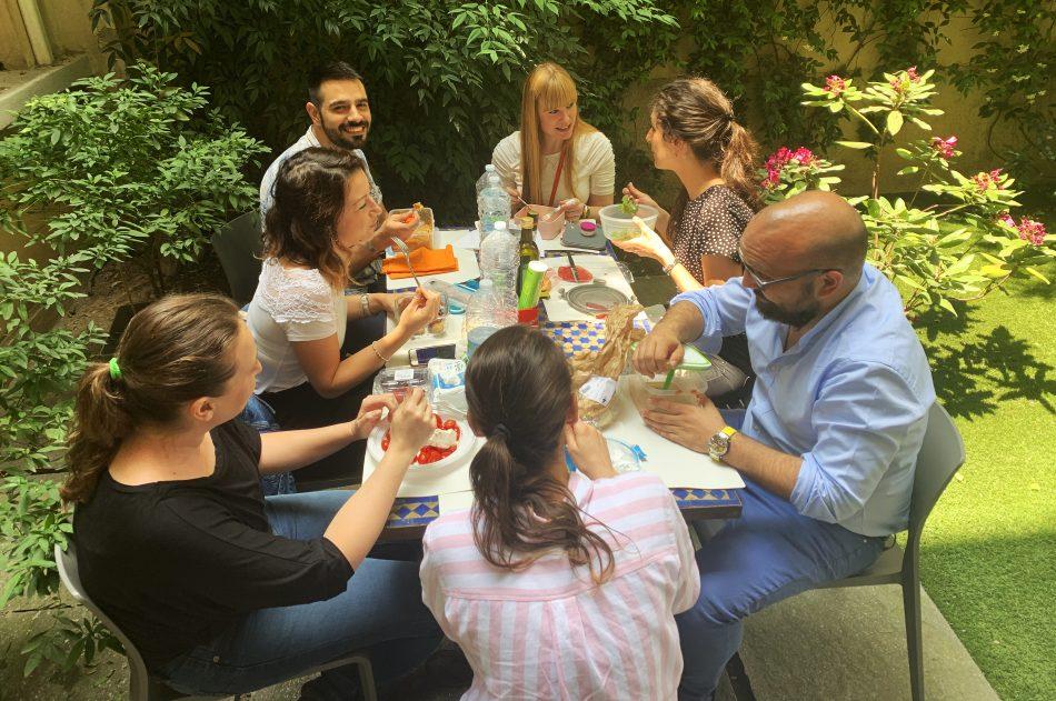 social eating in ufficio
